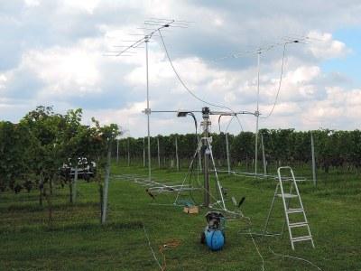 Die Ausrichtung des H-Trägers und der Booms dauert etwas. Alles nicht so wichtig beim VHF-Contest, aber bei EME ... wollen wir kein dB verschenken.